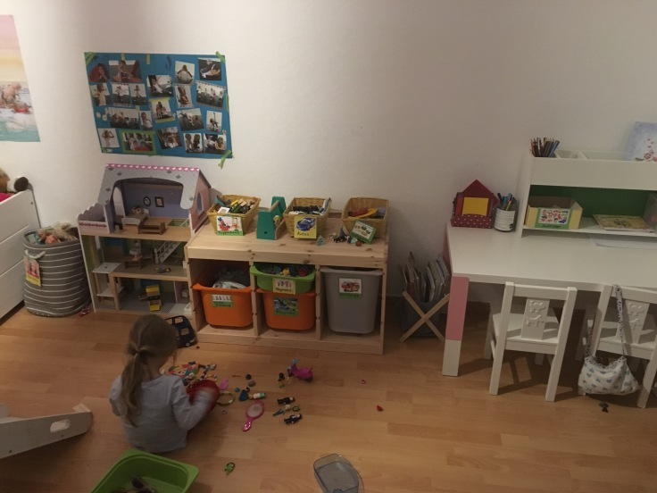 Aufräuem im Kinderzimmer
