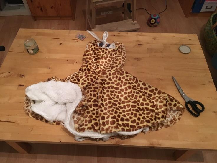 Kinderkleid Antheia Giraffe aus einer Decke