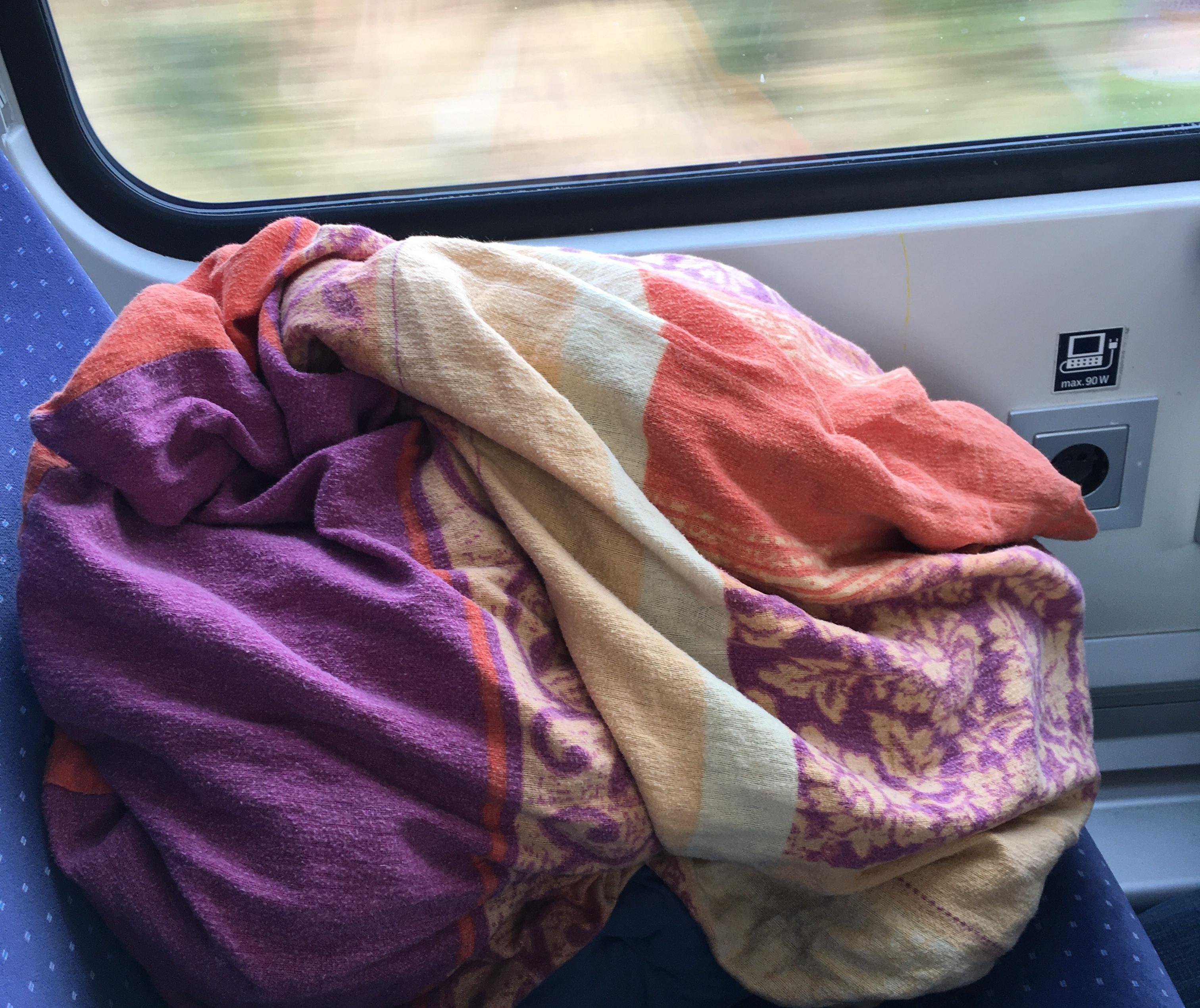 Kuschelkissen im Zug