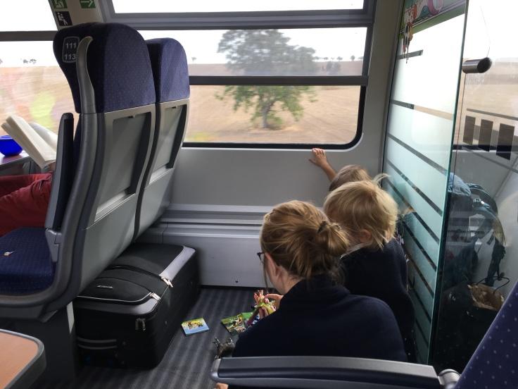 Mitreisende in der Bahn