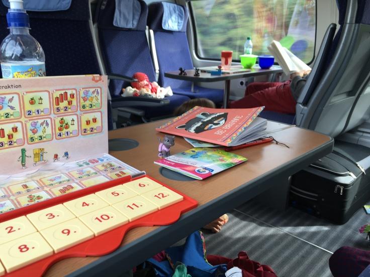 Im Zug mit Kindern