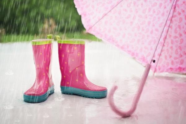 Kinder und schlechtes Wetter
