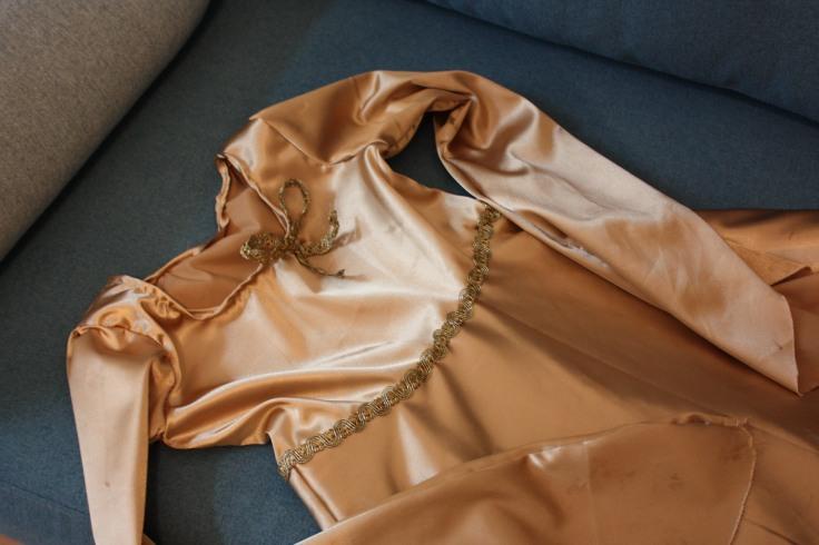 Prinzessinnenkleid mit Schleife