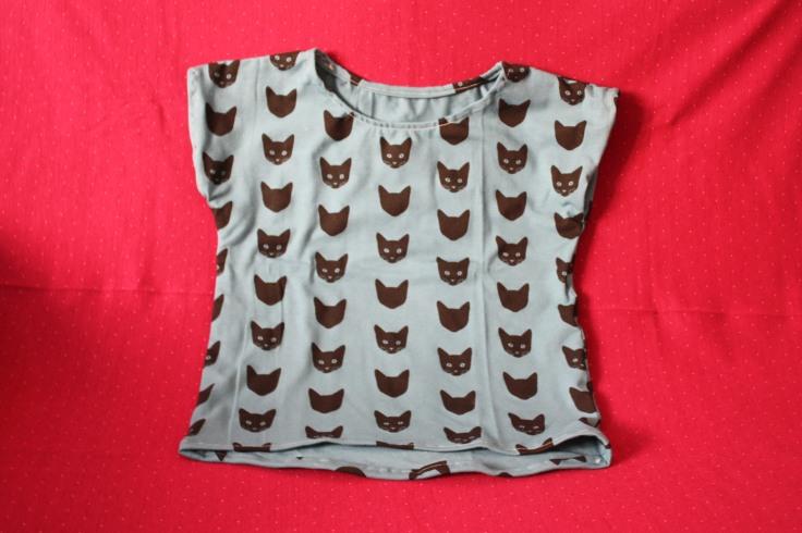 T-Shirt für Kinder aus blauem Katzenstoff
