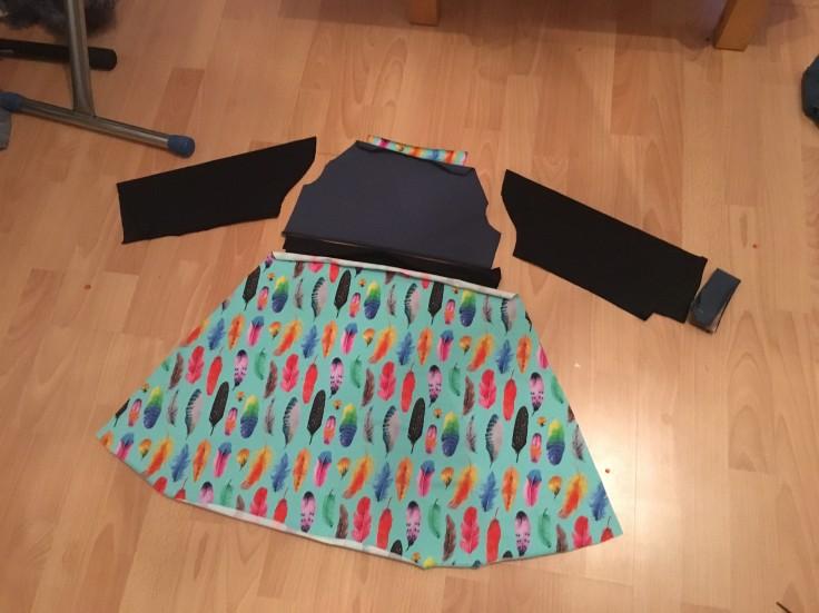 Buntes Kleid Einzelteile