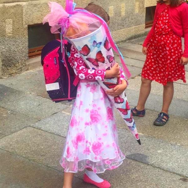 Schulkind erster Schultag Zuckertüte