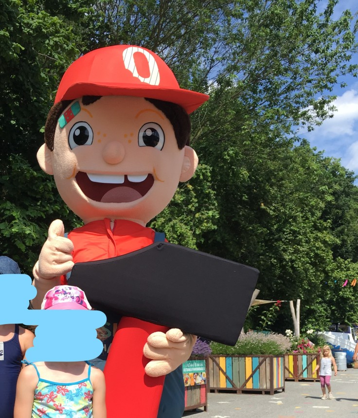 Oskar mit Kindern in Oskarshausen